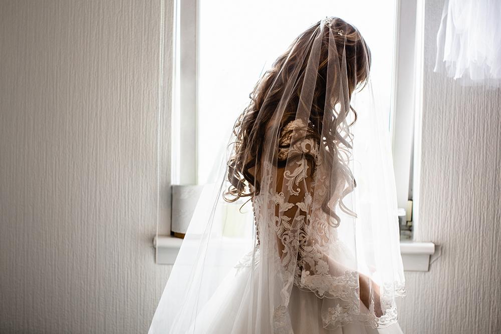 bride-best-wedding-photographer-derby