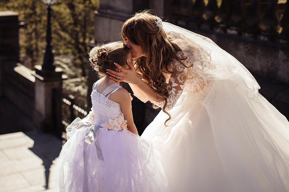 bride-and-bridesmaid-wedding-pictures